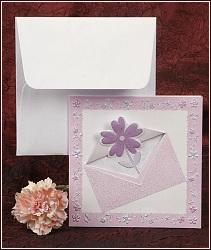 Svatební oznámení v kombinaci růžové, bílé a fialové barvy s květinou prostrčenou otvorem v předním dílu, vzor 2356
