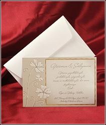 Svatební karta se zlatým rámečkem a dvěma kytičkami s poletujícím motýlkem, vzor 2515