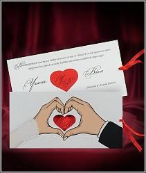 Zamilované svatební oznámení zdobené srdíčkem z rukou snoubenců vzor 2700