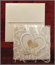 Svatební oznámení se zlatým srdcem, dvěmi motýlky a průhledným předním dílem s ornamenty, vzor 5305
