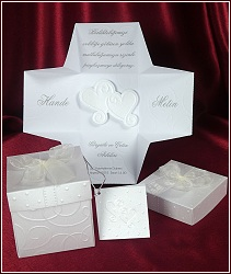 Netradiční a originální svatební oznámení z jednostranně metalického papíru schované uvnitř luxusní krabičky, vzor 5358