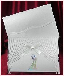 Svatební oznámení s poloprůhlednou oponou a siluetou držícího se novomanželského páru, vzor 5370