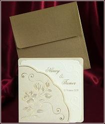 Svatební oznámení ze zlatě perleťového metalického papíru s květinami, vzor 5371