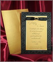 Černo zlatá luxusní kombinace barev svatebního oznámení, doplněk tvoří černá stužka se zlatou podkůvkou, vzor 5413
